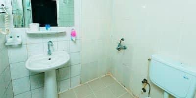 Su kaydıraklı Nehir Otel duş ve banyosu